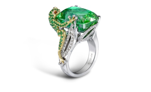 BOODLES-Green-Frog.-A-green-tourmaline-frog-design-ring-in-platinum-and-18ct-yellow-gold.-The-centre-stone-is-over-20cts.-His-little-body-is-made-up-o