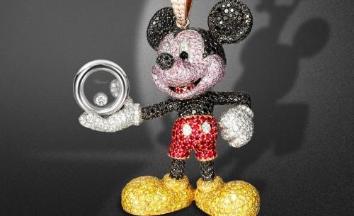 Close-up-Happy-Mickey-Necklace