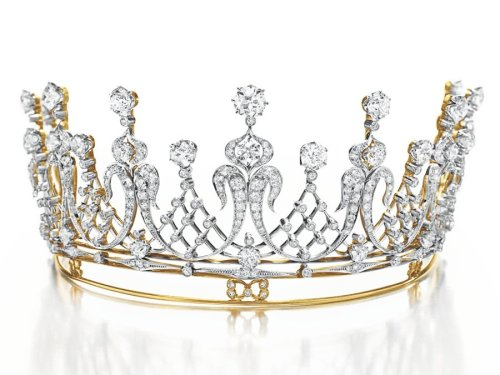 the-diamond-tiara-given-to-elizabeth-taylor-by-her-late-husband-mike-todd-was-estimated-at-60000-to-80000-it-hammered-at-422-million