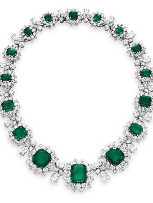 this-emerald-and-diamond-necklace-by-bvlgari-sold-for-613-million-it-was-estimated-at-a-lowly-1-millionthis-too-was-a-gift-from-richard-burton