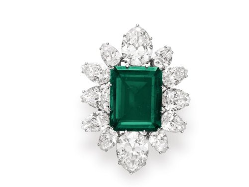 we-told-you-the-emeralds-sold-well-an-emerald-and-diamond-pendant-brooch-also-by-bvlgari-sold-for-657-million-it-was-estimated-at-500000 (1)