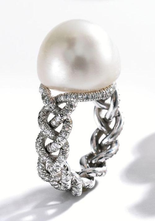 Lot-356-1-Platinum-Natural-Pearl-and-Diamond-Ring-Jar-Paris