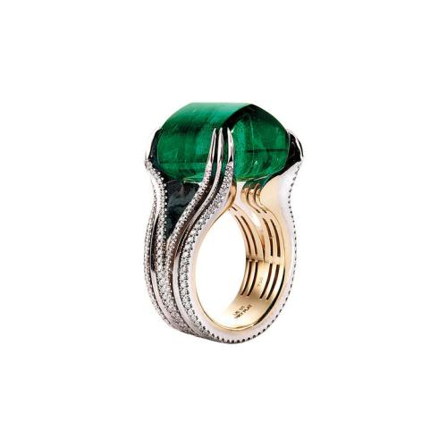 Alexandra-Mor-ring-with-Gemfields-Emerald